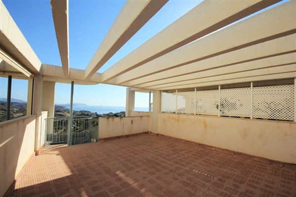 Penthouse for sale on the beach (3)